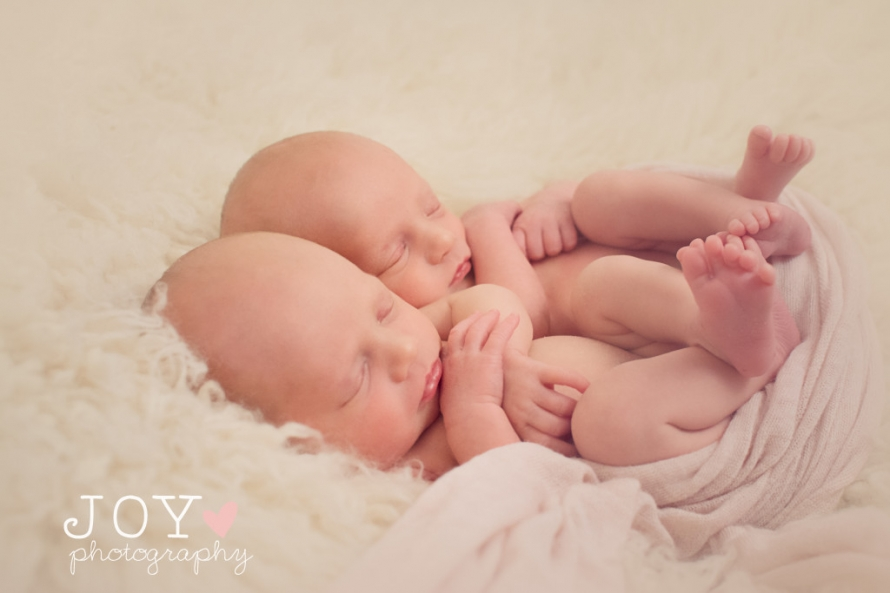 Ohio Newborn Baby Photographer Michigan Newborn Baby Photographer Twin Girls on Fluffy Blanket Adorable twin babies